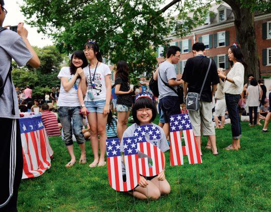 Net 80 proc. pasiturinčių kinų ketina savo atžalas siųsti studijuoti JAV, kai kurie – net į pradines mokyklas. (Vida Press nuotr.)