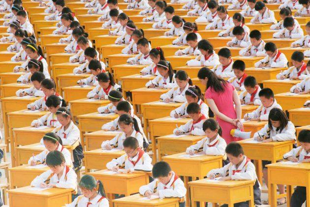 Kinų švietimo sistema parengia daug pirmūnų, bet iš esmės slopina intelektinį smalsumą. (Vida Press nuotr.)