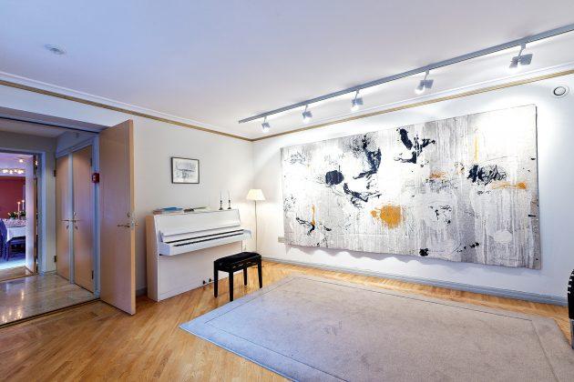 Specialiai šiam kambariui gobeleną sukūrė švedų tekstilininkė E. Oscarsson. (Raimondo Urbakavičiaus nuotr.)